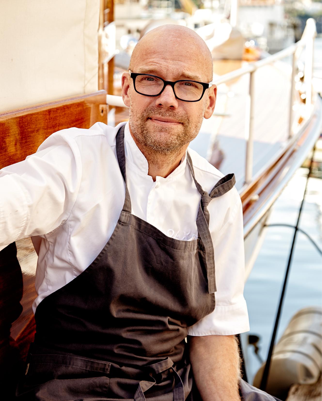 Magnus Ek och Oaxen Krog belönades 2014 med en stjärna i Guide Michelin samtidigt som Slipen fick en BiB Gourmand. 2015 tilldelades Oaxen Krog två stjärnor av Guide Michelin.
