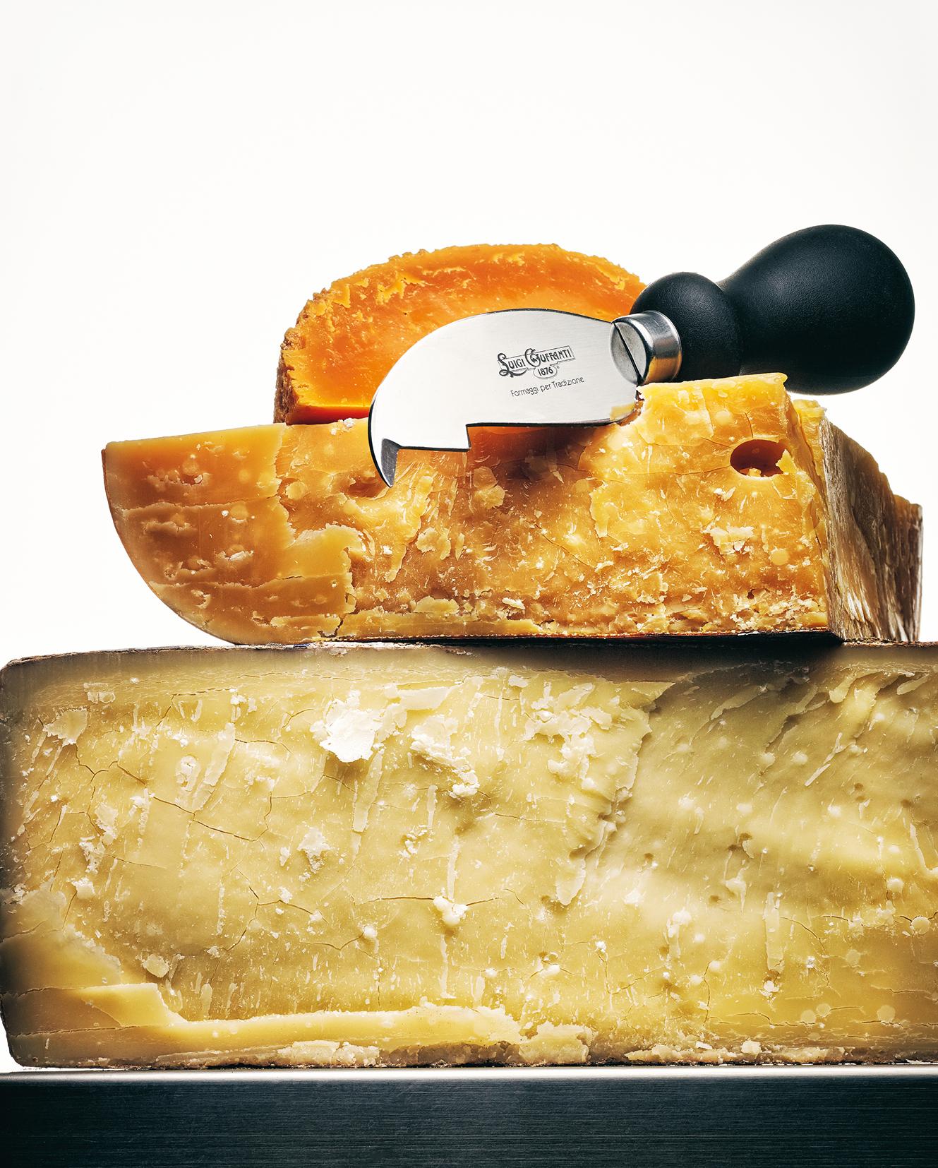 Lägg tid på ditt val av såväl ost som öl. Den personliga smaken spelar väldigt stor roll. Välj i första hand ostar och öl som du själv gillar. Köp osten över disk och prova den alltid innan du bestämmer dig. Samma ost från samma tillverkare kan variera i smak över året.Kom ihåg att matcha intensiteten i osten och ölet.
