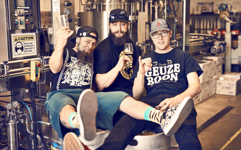 De tre bryggarna på Mikkeller San Diego. De har till öppningen sett till så att det finns 19 öl klara på tapp. Det är Bill Batten, Chris Gillogly och Daniel Cady.