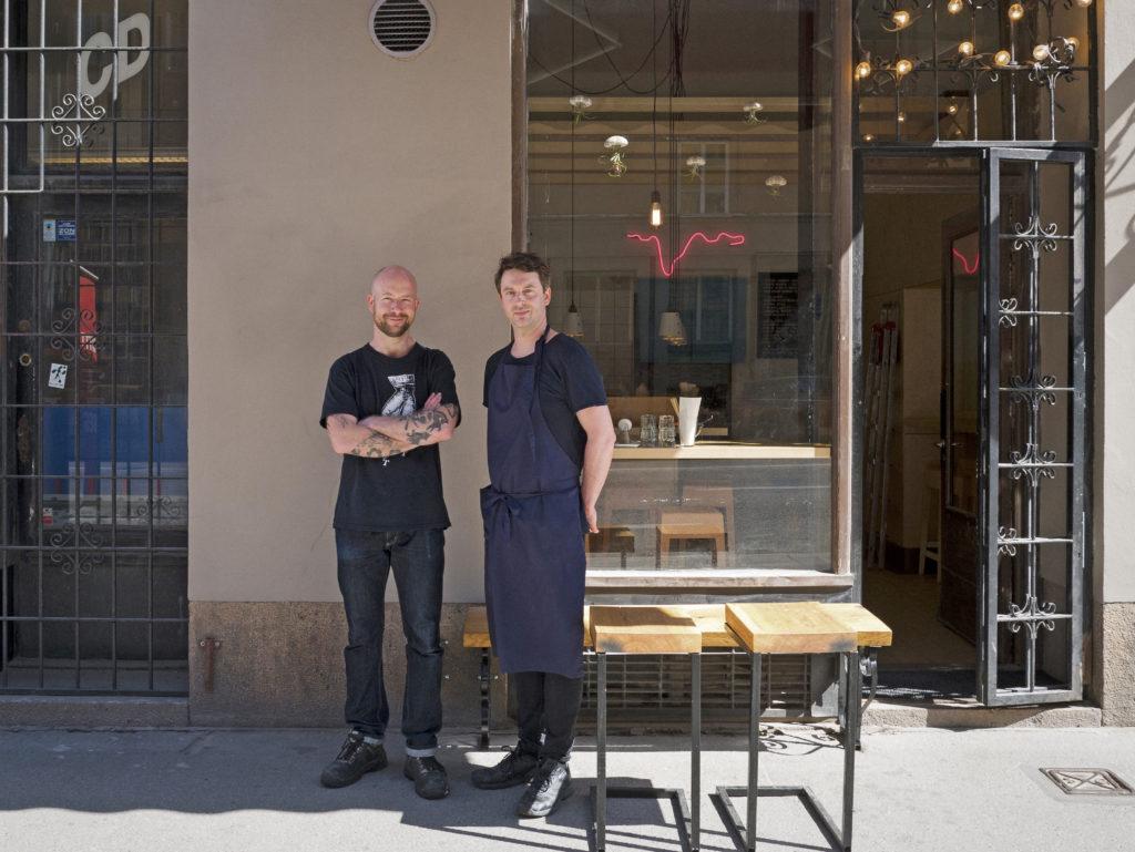 Totemo Ramen på Sankt Eriksgatan i Stockholm tillverkar dagligen sina egna alkaliska nudlar med kansui.